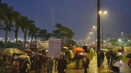 17h40, Florianópolis: Manifestantes realizam ato em defesa da educação em Florianópolis