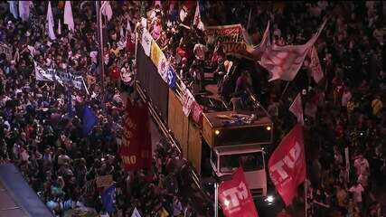 Manifestantes voltam a protestar contra cortes na educação em São Paulo