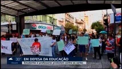 Manifestações em defesa da Educação são realizadas em Divinópolis e Araxá