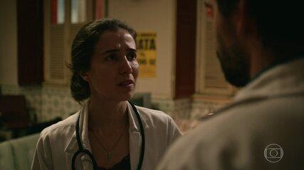 Evandro e Carolina discutem por causa de Raquel