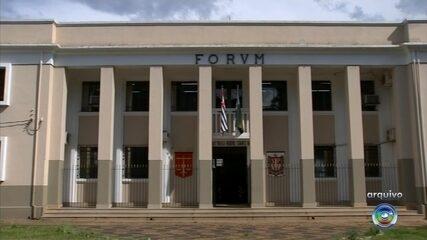 Pais acusados de espancar e matar filha de 5 anos passam por júri popular em Itapetininga