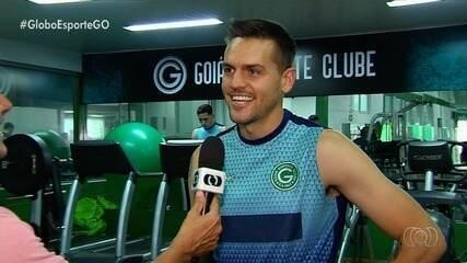 De férias, Rafael Toloi trata lesão no Goiás, clube que o revelou
