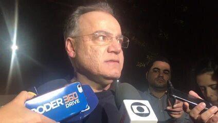 O relator da reforma da Previdência na Câmara, Samuel Moreira, conversa com jornalistas
