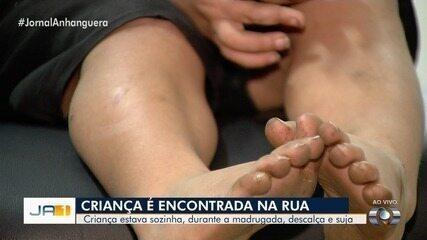 Criança de 3 anos é encontrada sozinha e com ferimentos, em mata de Goiânia