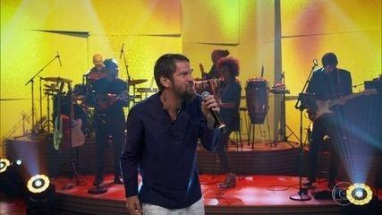 "Saulo canta ""Raiz de Todo Bem"""