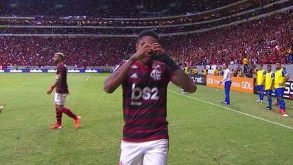 Gol do Flamengo! Éverton Ribeiro cruza e Vitinho marca, aos 20 do 2º tempo