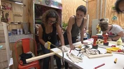 Empresária cria cursos para ensinar mulheres a fazer reparos dentro de casa