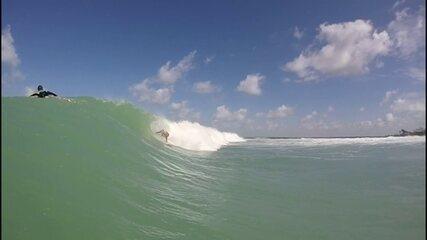 Com as chuvas, ondas chegam mais fortes no litoral pernambucano: surfistas aproveitam