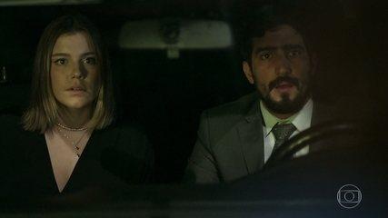 Laila flagra Dalila/Basma e Jamil no carro