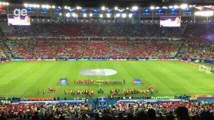 Torcidas de Chile e Uruguai dão show ao cantarem o hino no Maracanã