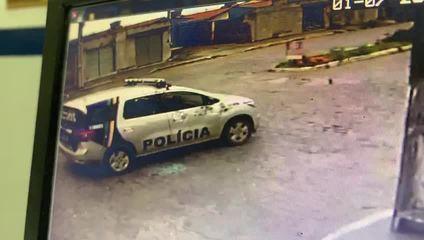 Viatura é atingida por tiros durante perseguição policial em Santa Cruz do Capibaribe