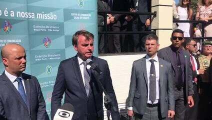 Bolsonaro deu entrevista após participar de evento militar em Brasília
