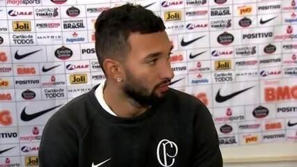 """Clayson admite que Corinthians precisa melhorar, mas diz: """"Não está tudo errado"""""""