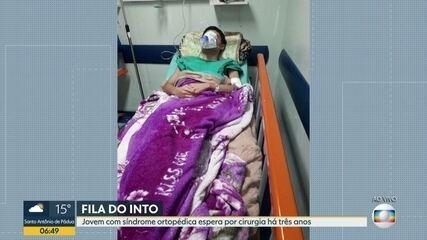 Jovem de 17 anos espera por cirurgia do INTO há três anos