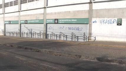 Atlético-MG x Cruzeiro: rua no entorno do Independência é alvo de milho e pichações