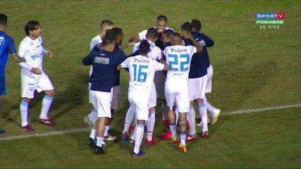 Gol do Londrina! Anderson Oliveira manda a bomba de fora e empata o jogo, aos 44 do 1º