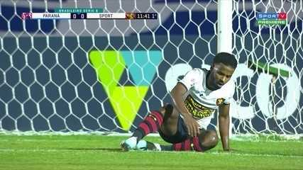 Aos 11 do 1º, Guilherme Santos derruba Ezequiel na área e árbitro marca pênalti para Sport