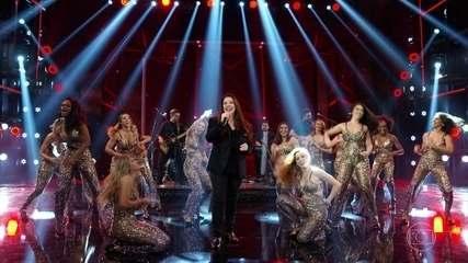 Ana Carolina canta o sucesso 'Garganta' e coloca todo mundo para cantar