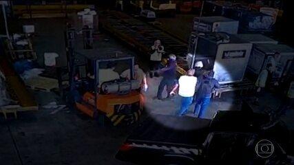 Polícia prende três suspeitos de participar de roubo de ouro no Aeroporto de Guarulhos, SP