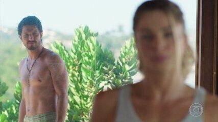 Marcos seduz Paloma mas ela o acha convencido