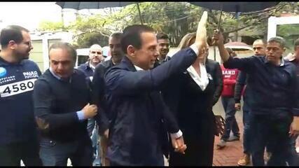 Veja o momento em que o candidato João Doria vota