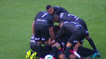 Gol do Botafogo! Alex Santana arrisca de longe para abrir o placar, aos 18' do 1º Tempo