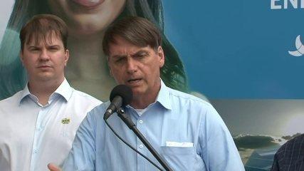 Bolsonaro é questionado sobre o anúncio do novo diretor do Inpe