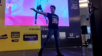 Diegho San, bicampeão mundial de Just Dance, em apresentação em Teresina