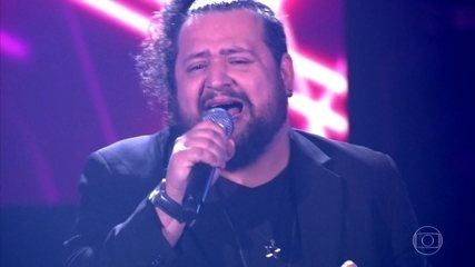 """Rik Oliveira canta """"Blame It On The Boogie"""""""