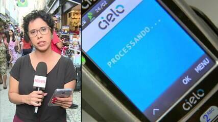 Brasileiros já usam mais cartão do que dinheiro na hora de pagar compras
