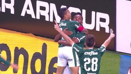 Gol do Palmeiras! Dudu recebe na frente, tira da marcação e bate no canto de Júlio César, aos 13 do 1º