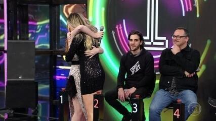 Bia Arantes e Dani Calabresa acertam e Kevin O Chris vai ao palco