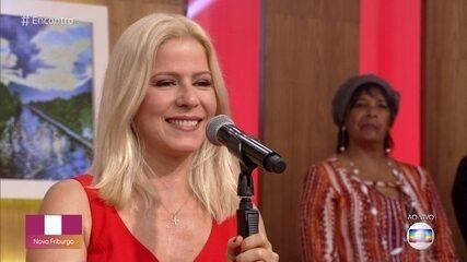Paula Toller canta 'No Seu Lugar'