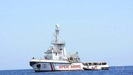 Justiça da Itália ordena o desembarque de imigrantes que esperavam há 19 dias num barco