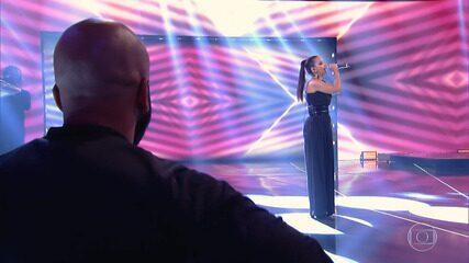 Luna LaBelle canta 'Deixa Acontecer' no 'Caldeirão do Huck'