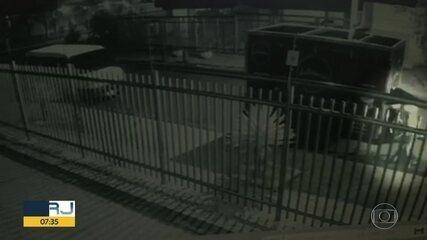 Bandidos roubam food truck e banheiro químico
