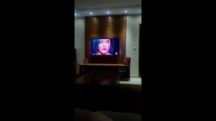 Carol Naemi conta com torcida do irmão na plateia do 'The Voice Brasil'
