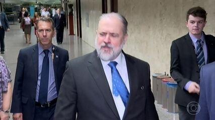 Augusto Aras busca apoio no Senado Federal