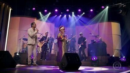 """Luciana Mello e Jair Oliveira cantam """"Simples Desejo"""""""
