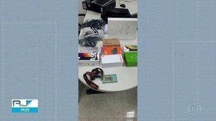 Gerente dos Correios é preso com mercadorias na mochila