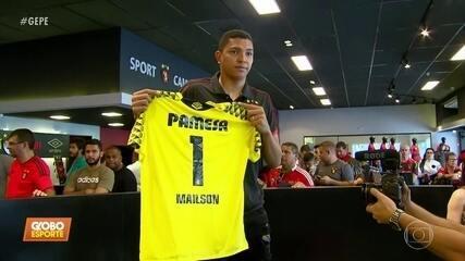 Em ação do clube, Mailson recebe camisa 1 que um dia foi de Magrão