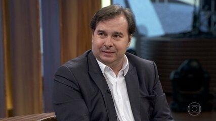 Rodrigo Maia comenta as polêmicas em torno dos filhos de Bolsonaro