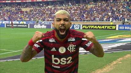 Gol do Flamengo! Após checagem do VAR, árbitro confirma gol de Gabriel com bela cabeçada, aos 6' do 1ºT