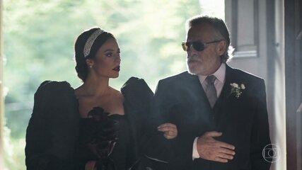Vivi escandaliza igreja ao entrar de vestido preto para casamento com Camilo