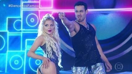 Luisa Sonza dança funk com Léo Santos