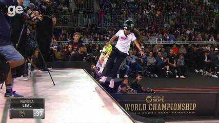 Duelo de manobras: Pamela Rosa e Rayssa Leal dão show no Mundial de skate street