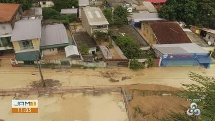 Obra cede e lama atinge casas no Aleixo em Manaus durante chuva