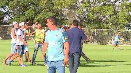 Veja por outro ângulo a invasão de integrantes de organizada durante treino do Cruzeiro