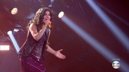"""Lúcia Muniz canta """"Crawling"""""""