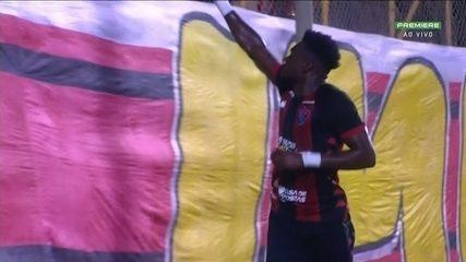 Gol do Vitória! Caicedo aproveita rebote e faz o gol, aos 23 do 2º Tempo